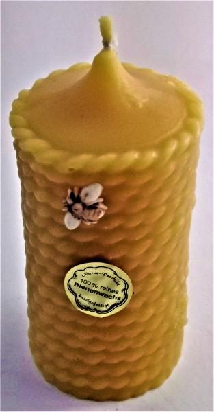 "Kerze aus 100 % reinem Bienenwachs als ""Bienenkorbmuster"""